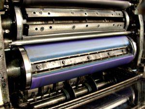 Poligrafia – dlaczego warto skorzystać z usług drukarni online?